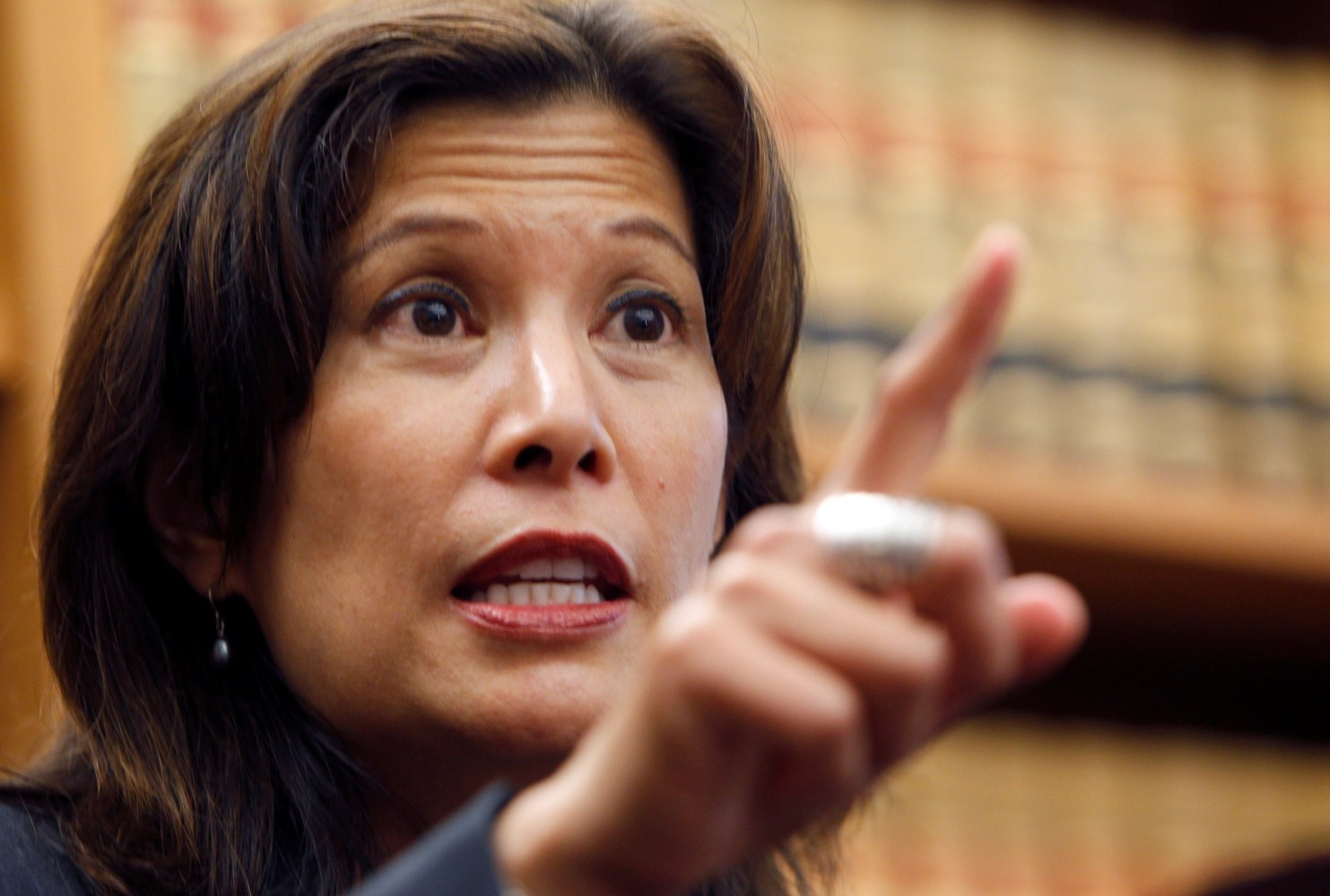 Chief Justice Cantil-Sakauye Objects to ICE Tactics at California Courthouses