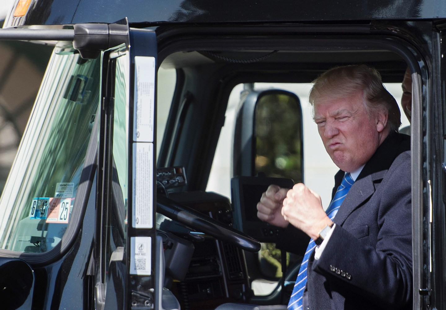 Whitehouse Rigged President Turns 18 Wheeler Into A Trump Truck