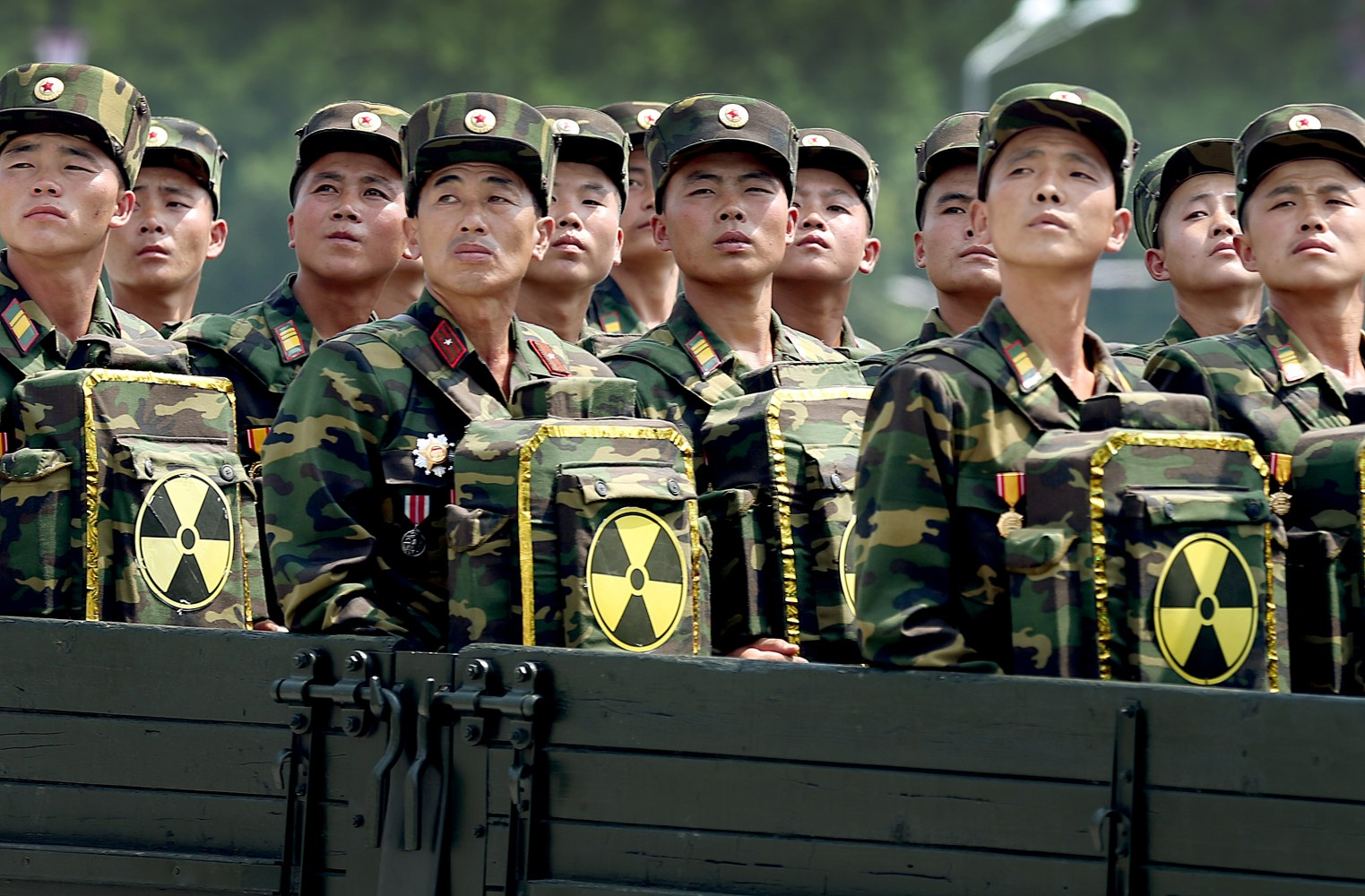 170413-north-korean-soldiers-cr-0554_a456b5dcb82898b37d47f2fe253c259e.nbcnews-ux-2880-1000.jpg