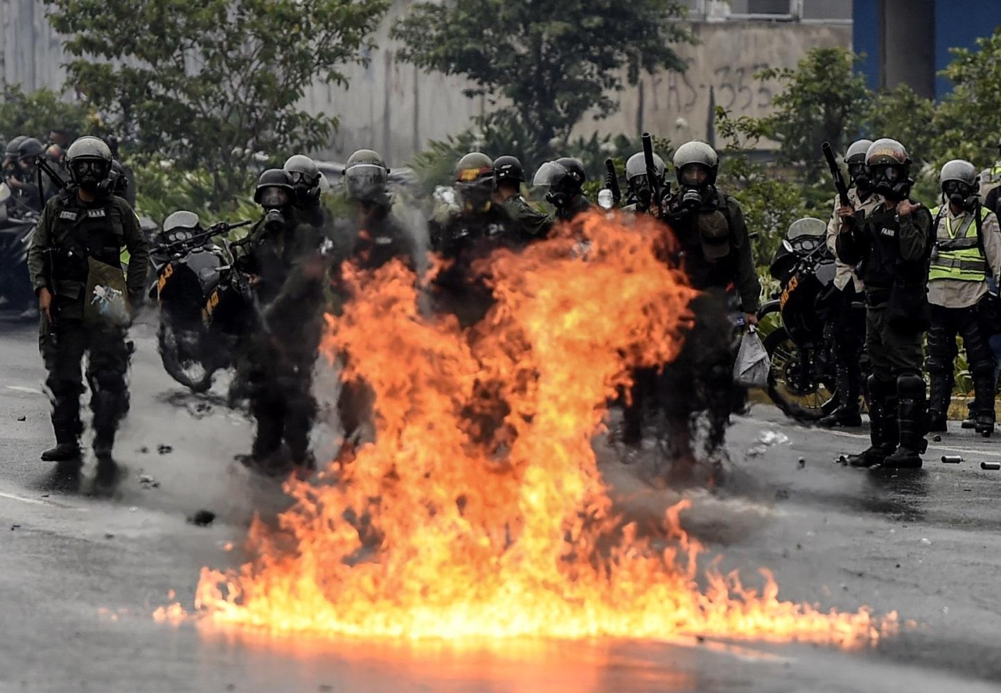 Clash in caracas on april 13 2017 juan barreto afp getty images