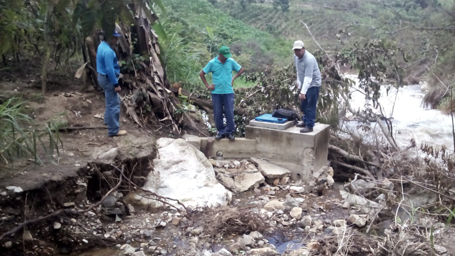 In peru group works to restore safe drinking water after for Agua potable