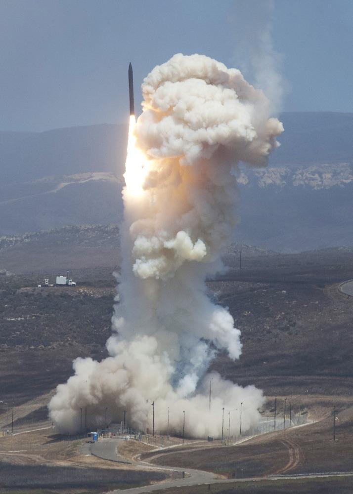 170530-file-ground-based-midcourse-defense-missile-2-ew-341p_63652a5bdb32f5ec4eebc4e51d9e0f2e.nbcnews-ux-2880-1000.jpg