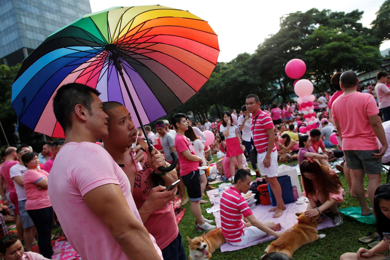 Поиск спонсора гей фото 342-836