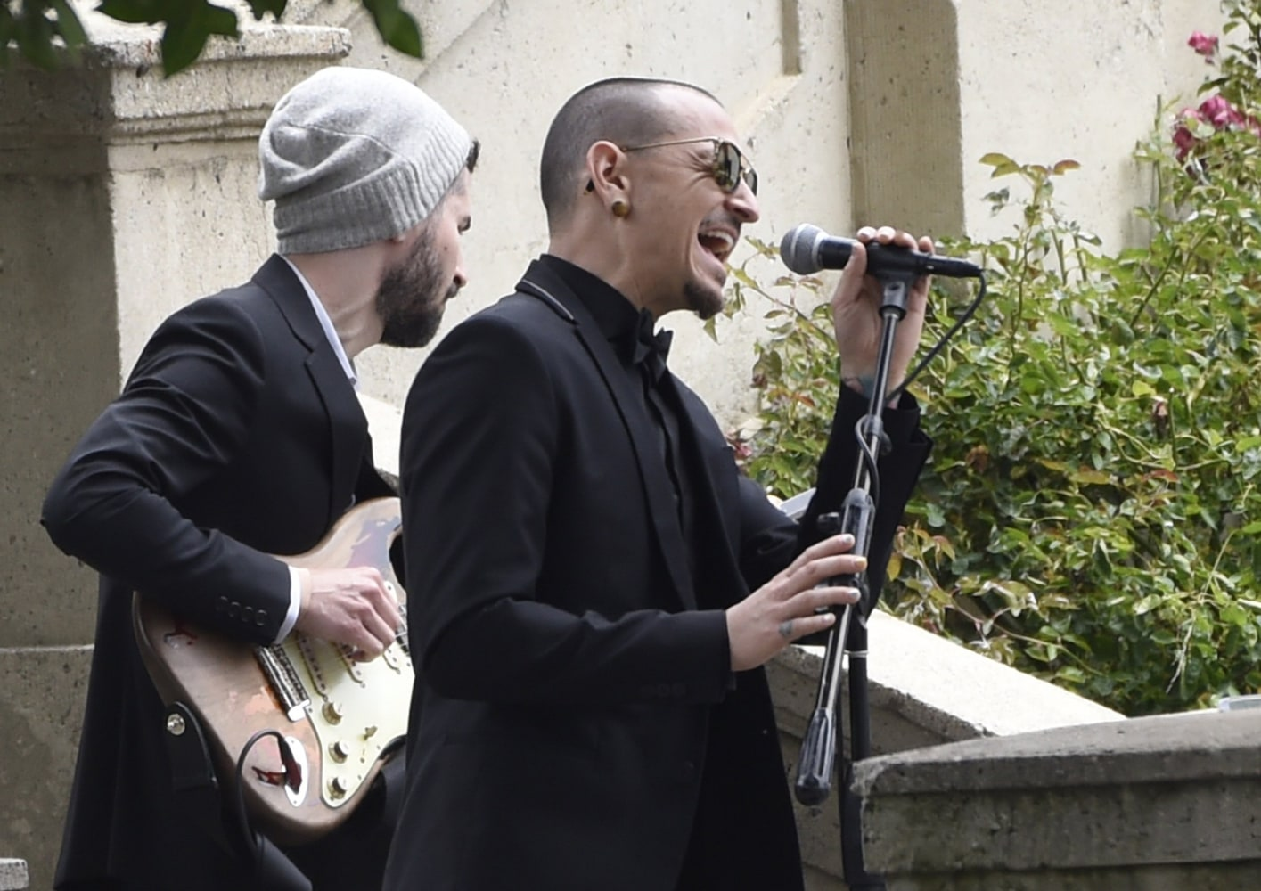 Chester Bennington singing Hallelujah at Chris Cornell's Funeral