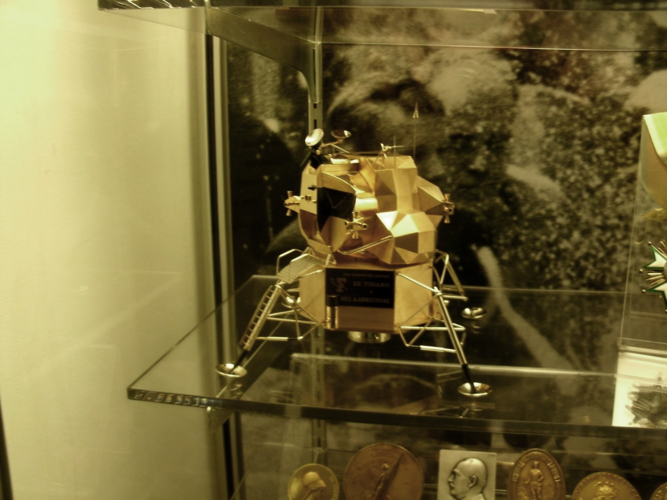 Gold replica of lunar space module stolen