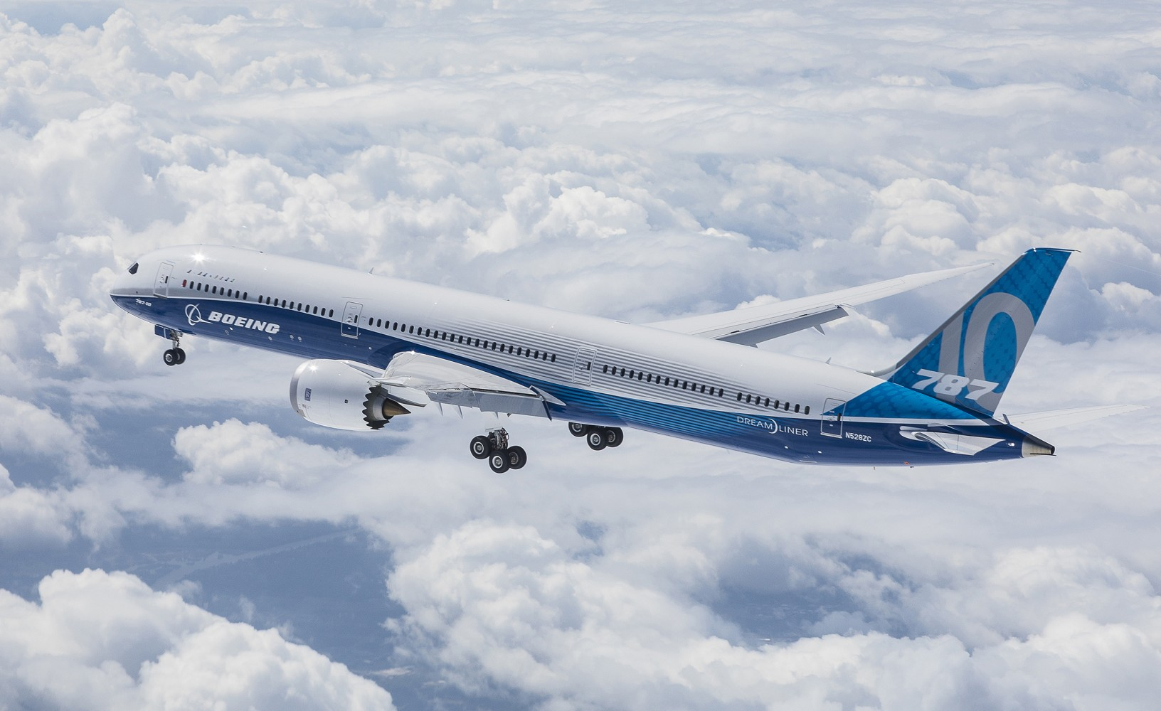 Boeing aircraft creates outline of plane during 18 hour for Airplane plan