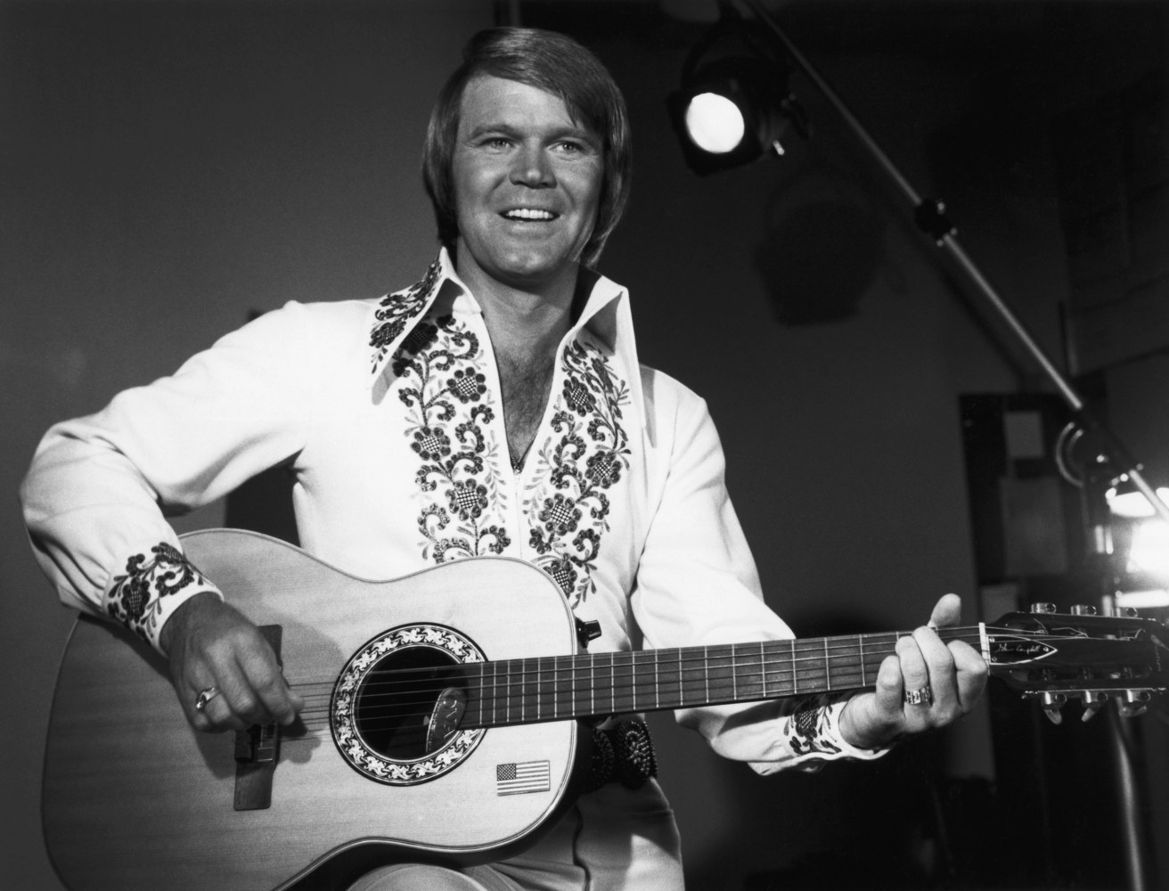 glen campbell Glen campbell, the upbeat guitarist from delight, arkansas, whose smooth vocals and down-home manner made him a mainstay of music and television for decades, has died, his family.