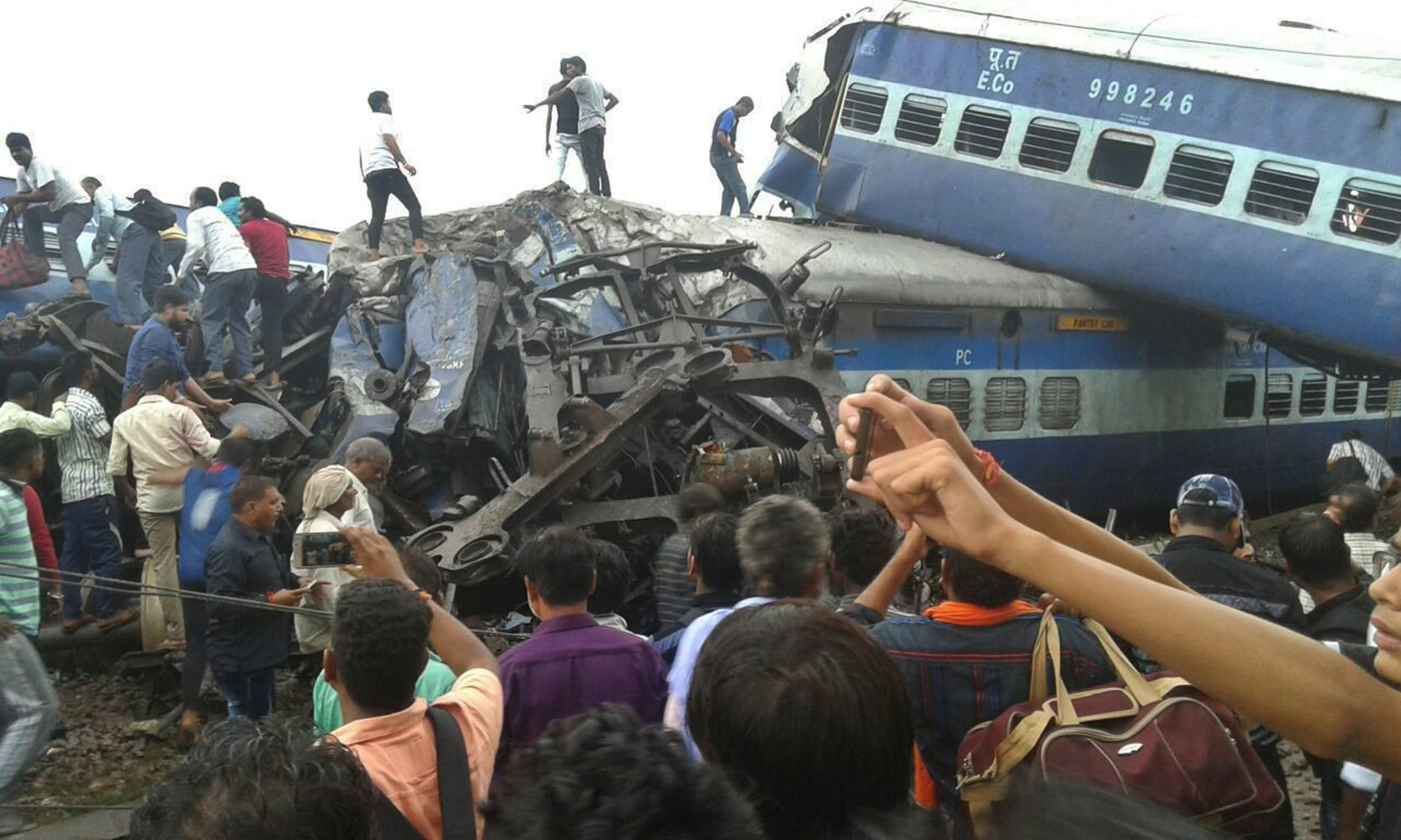 In India a passenger train derailed, there are victims