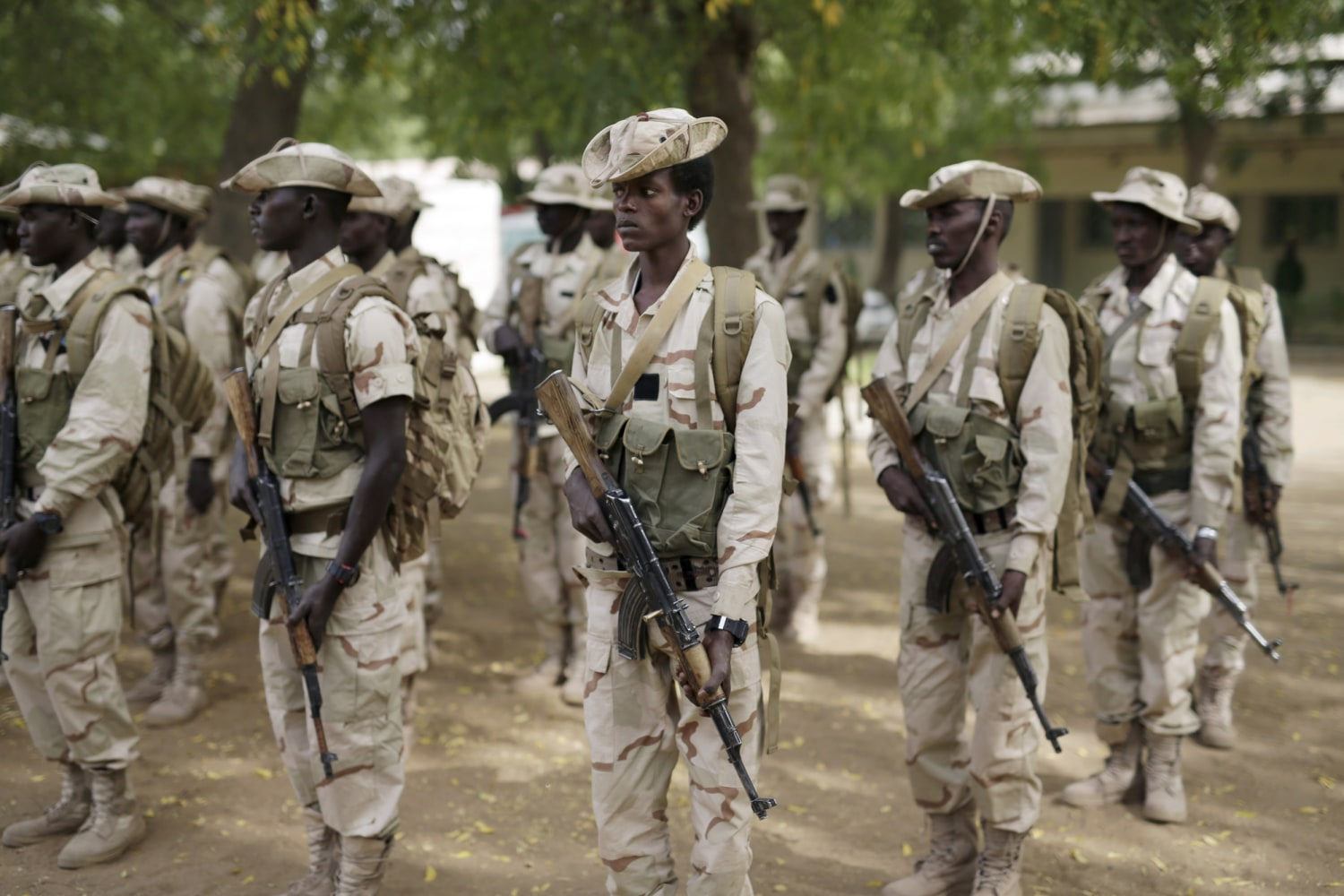 Image Chadian troops participate in the closing ceremony of Operation Flintlock in 2015
