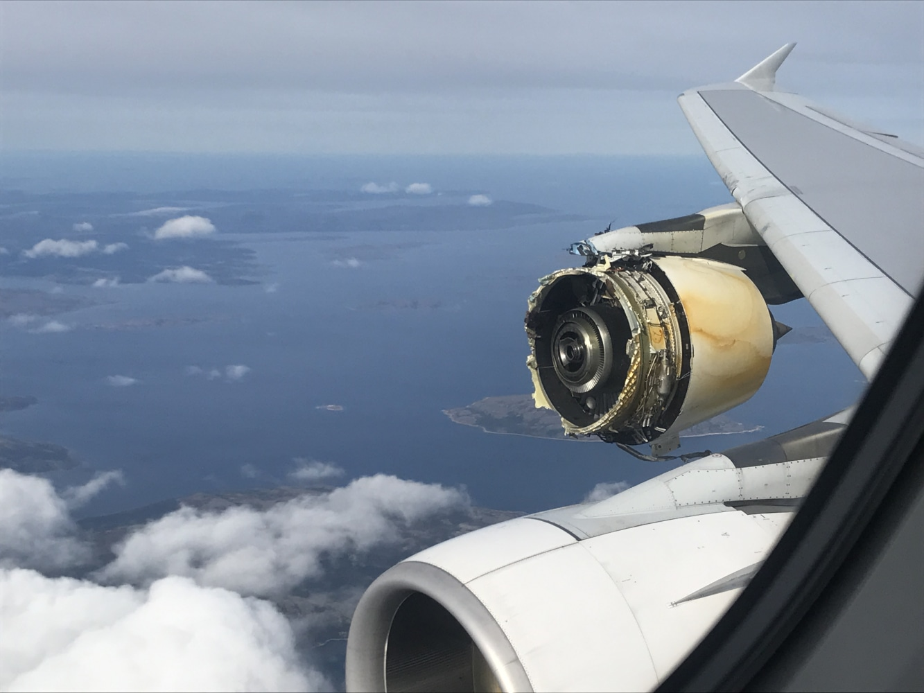 Air France flight to Los Angeles diverted after engine damage