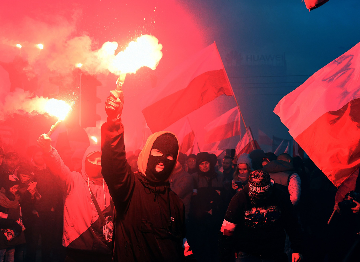 Nationalists, anti-facists march through Warsaw on Poland's Independence Day