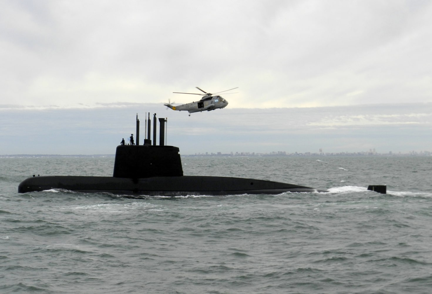 Argentina navy loses contact with submarine with 44 crew on board