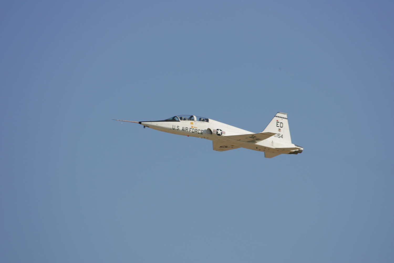 Air Force training jet crashes in West Texas
