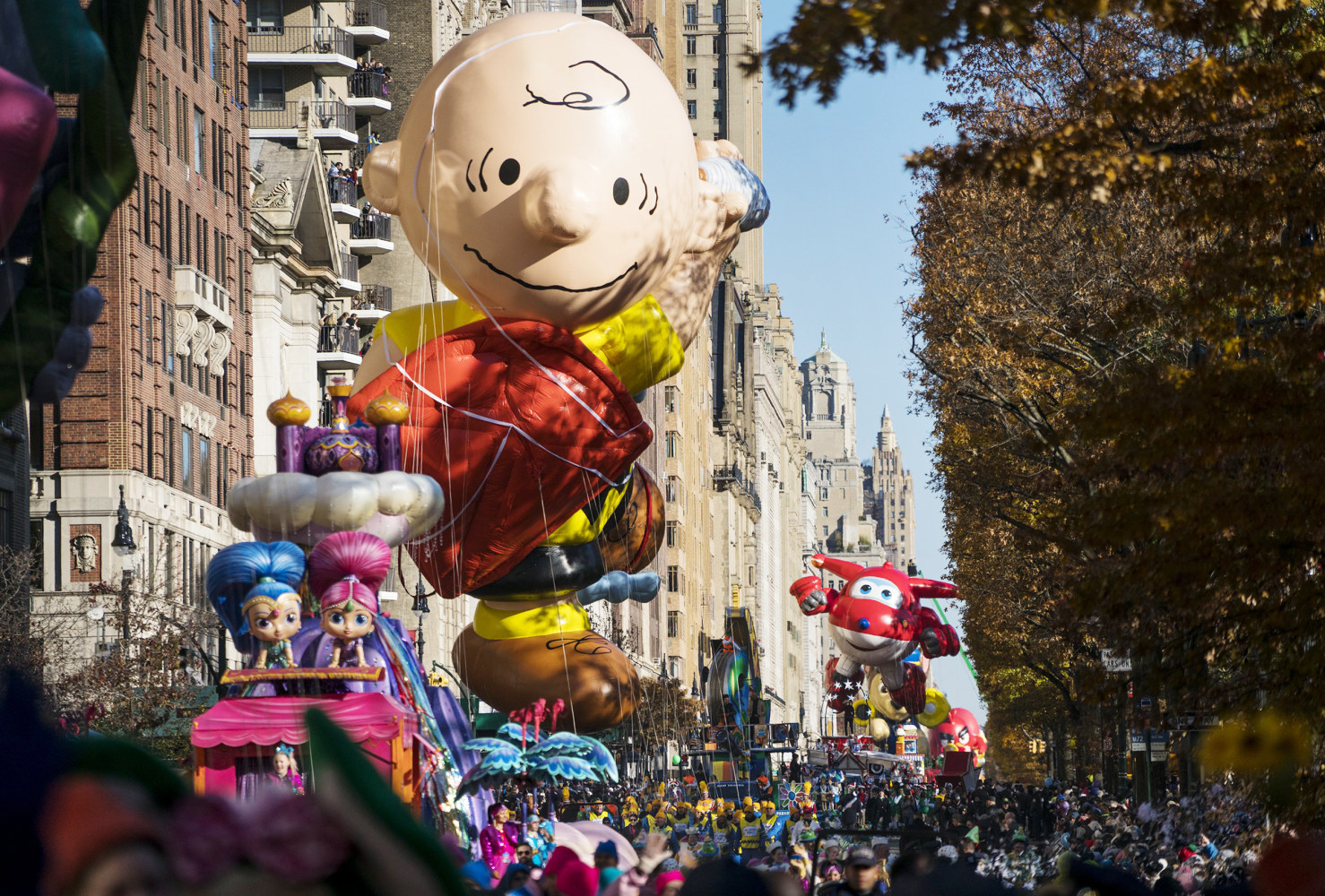A Charlie Brown balloon moves along Central