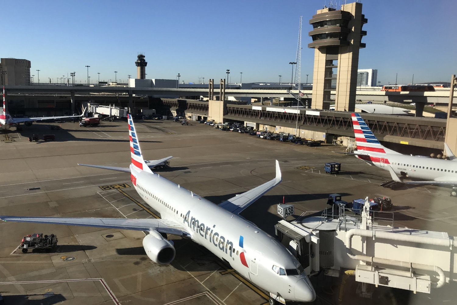 American Airlines pilots agree to fly holiday flights after scheduling glitch