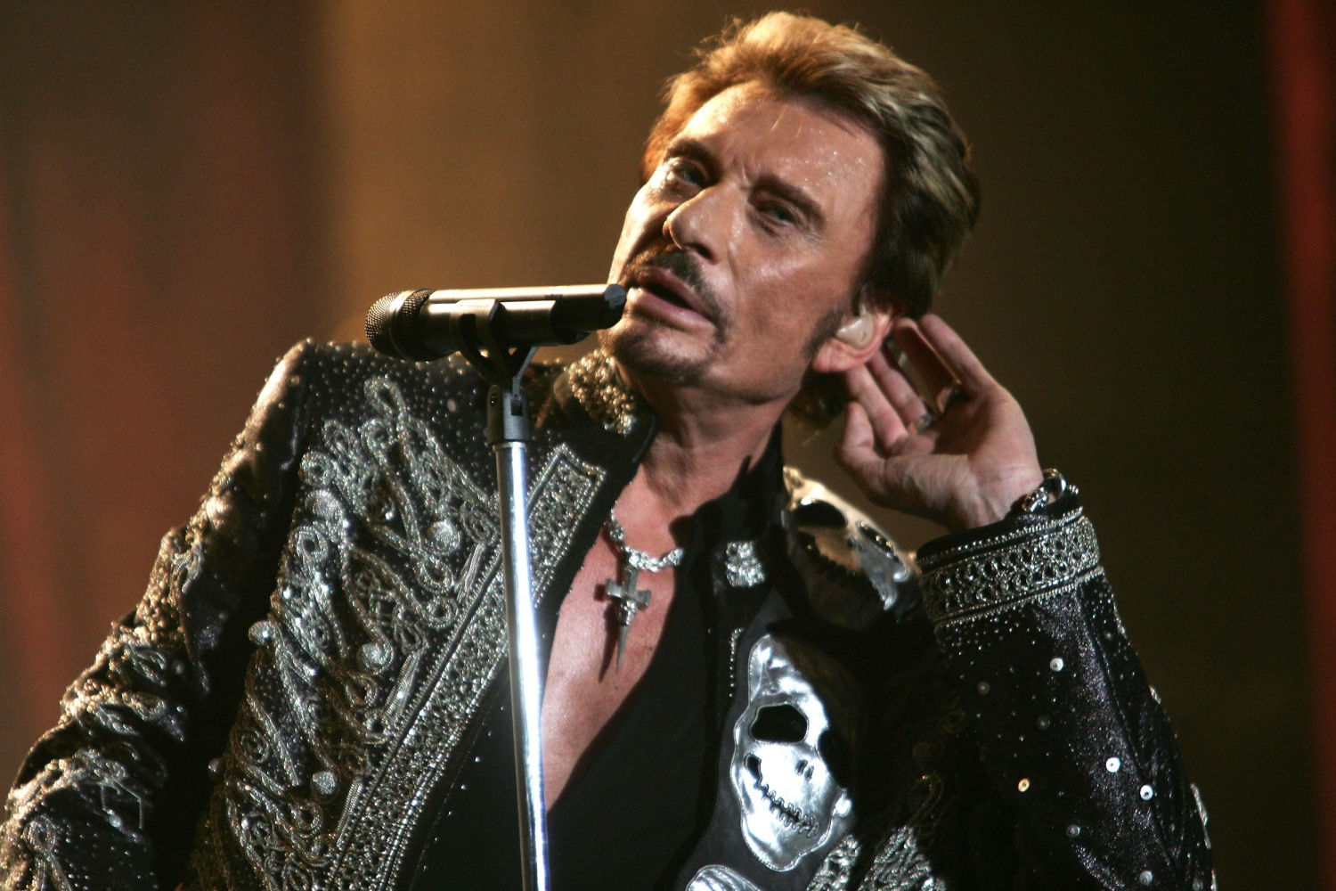 johnny hallyday singer known as the 39 french elvis 39 dies. Black Bedroom Furniture Sets. Home Design Ideas