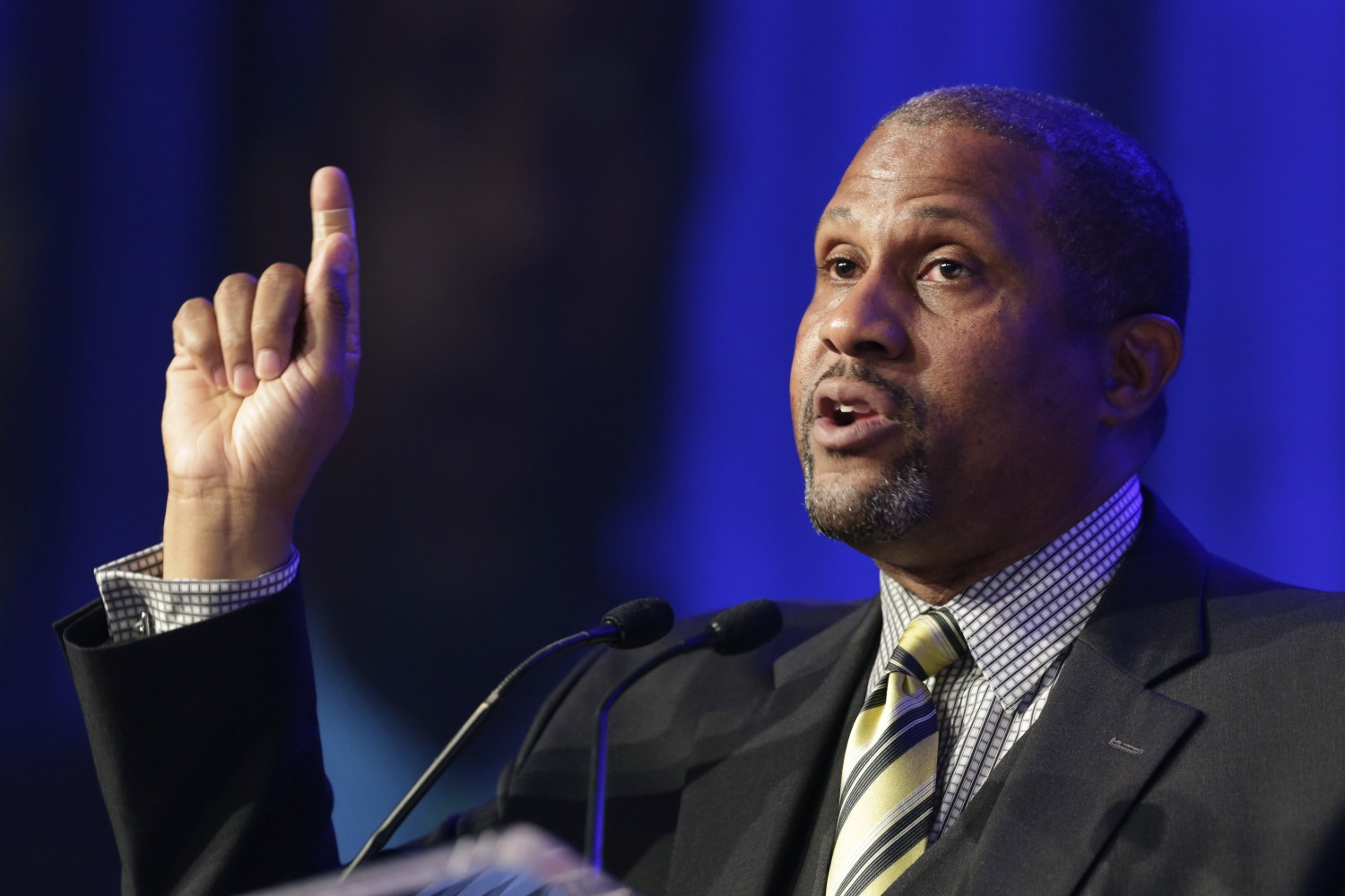 PBS host, IN native Tavis Smiley suspended after sexual misconduct allegations