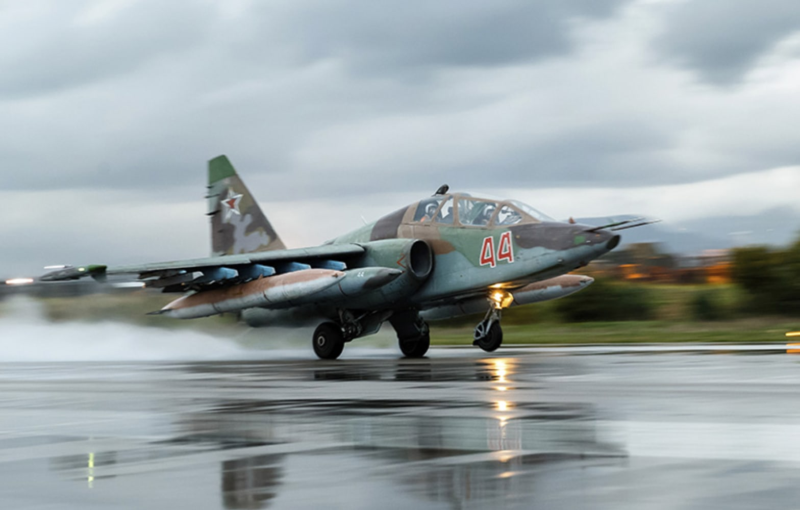 https://media4.s-nbcnews.com/j/newscms/2017_50/2261766/171214-russian-su-25-se-339p_2f8956a2af88a8be14de637878d883c5.nbcnews-ux-2880-1000.jpg