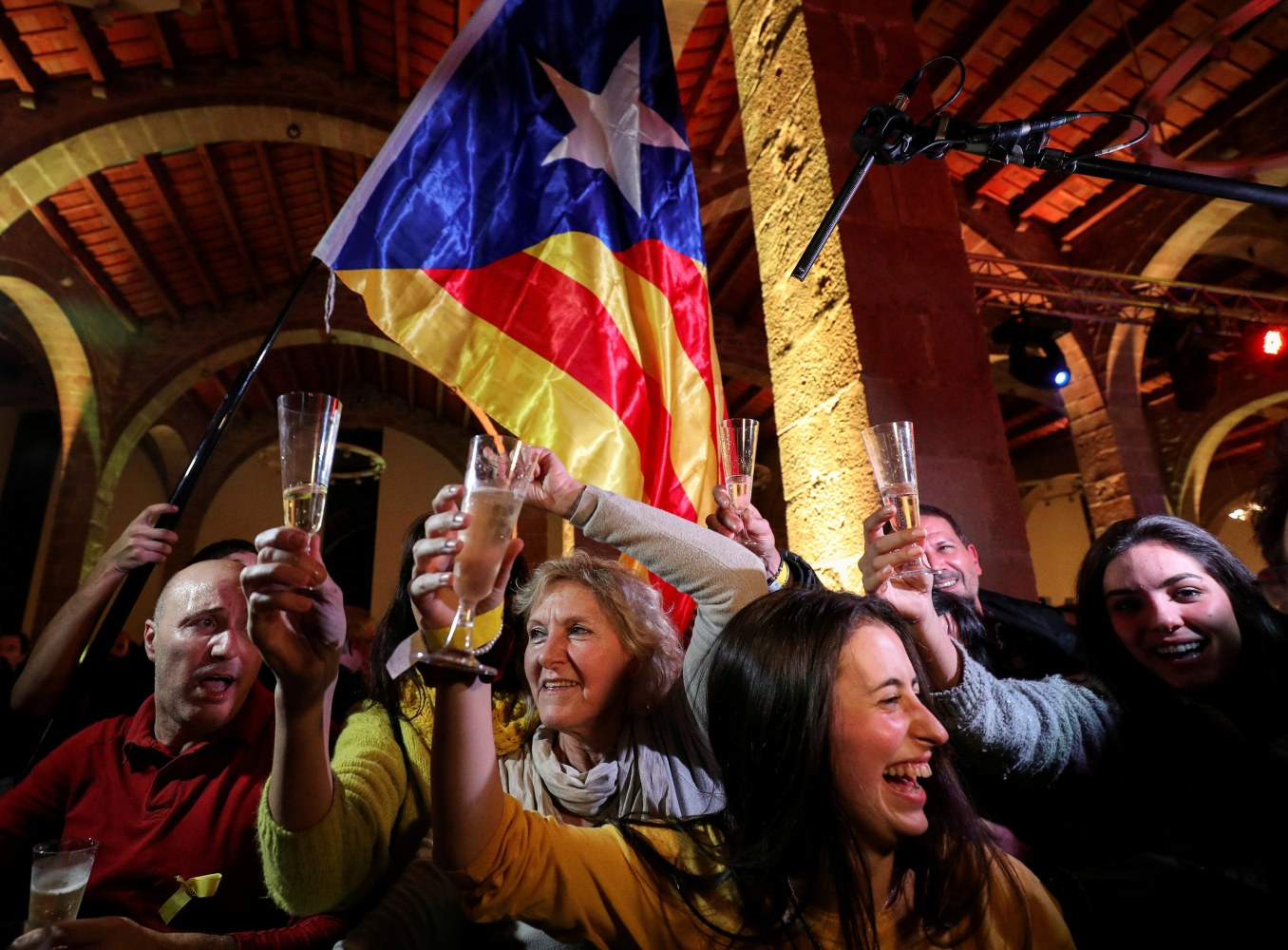 Pro-independence parties win majority in Catalan elections