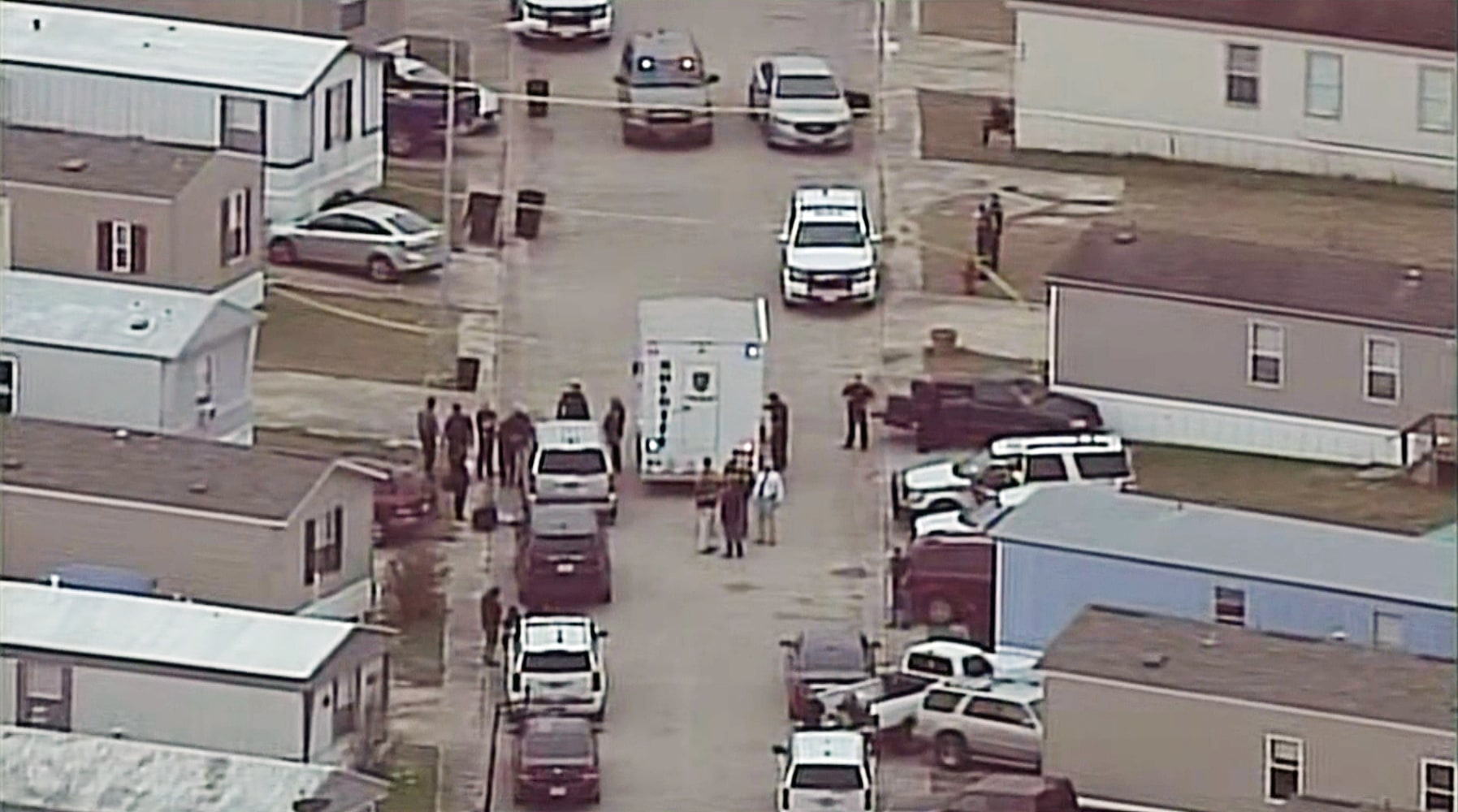 Woman and 6yo boy killed by deputies during Texas manhunt
