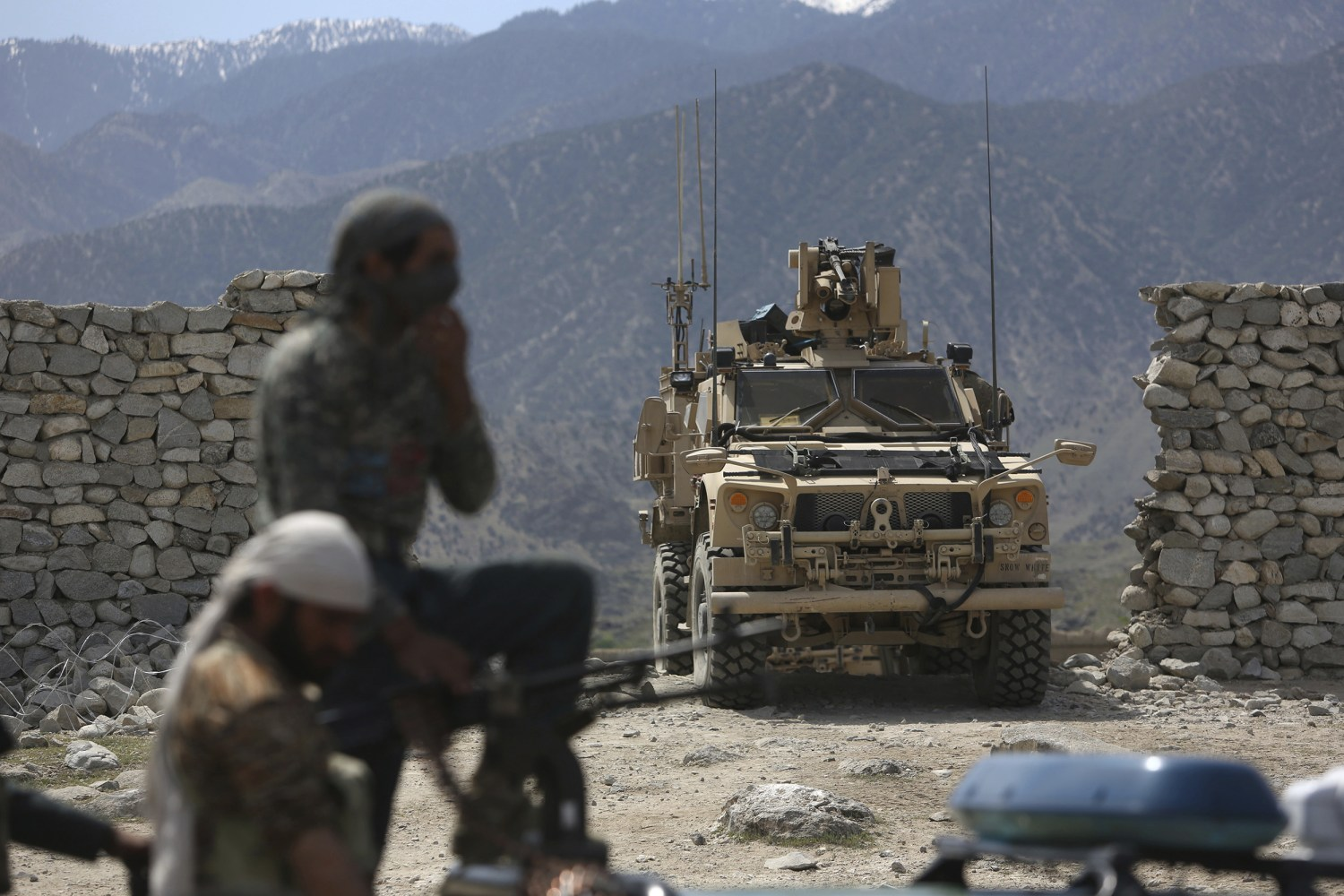 U.S. soldier killed and four others injured in Afghanistan battle