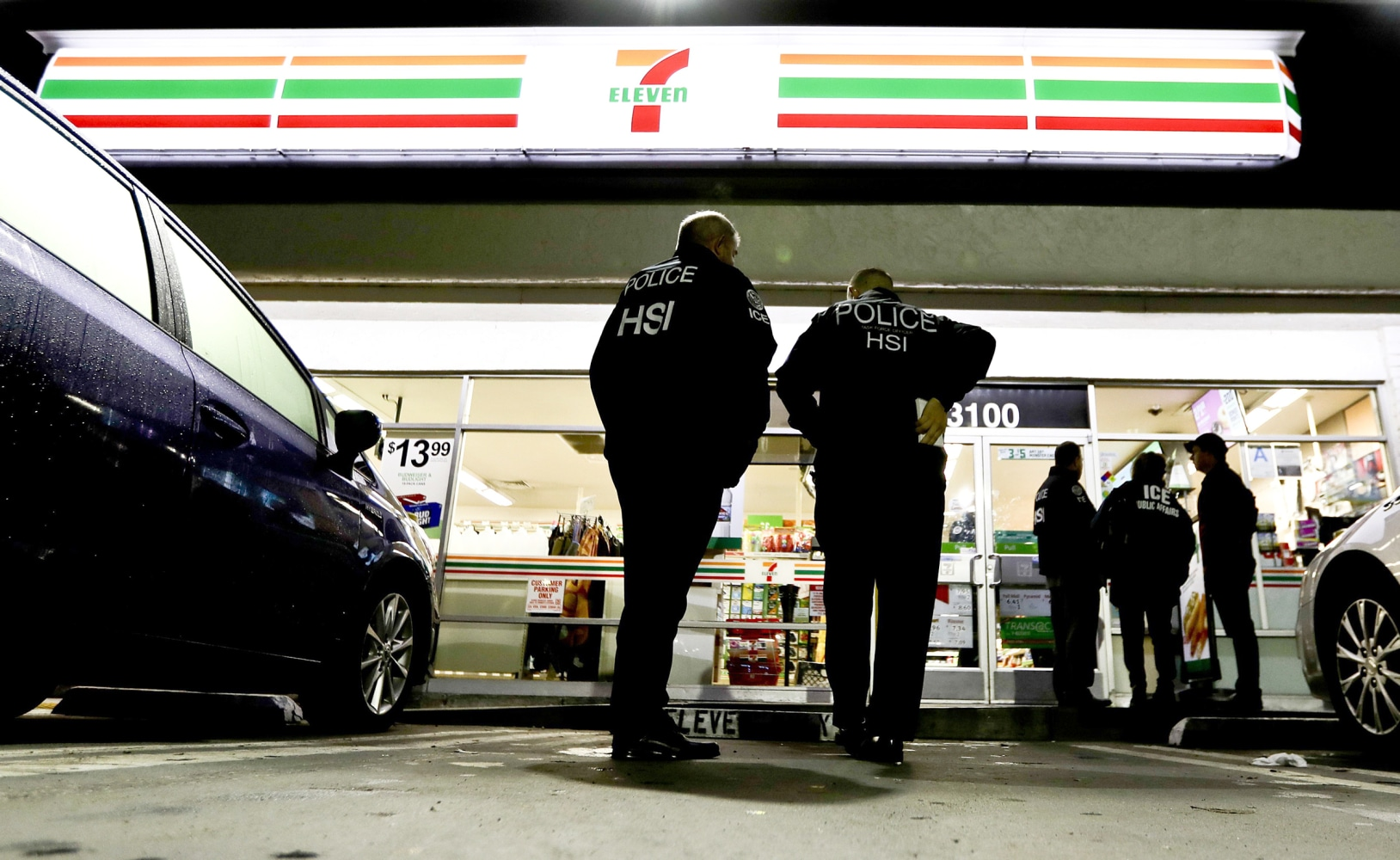 ICE raids OR  7-Eleven stores, but makes no arrests