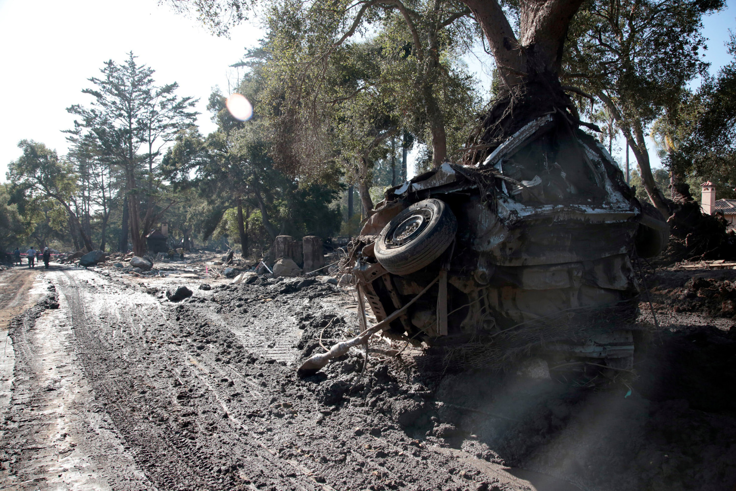 Toll in California mudslides rises to 20