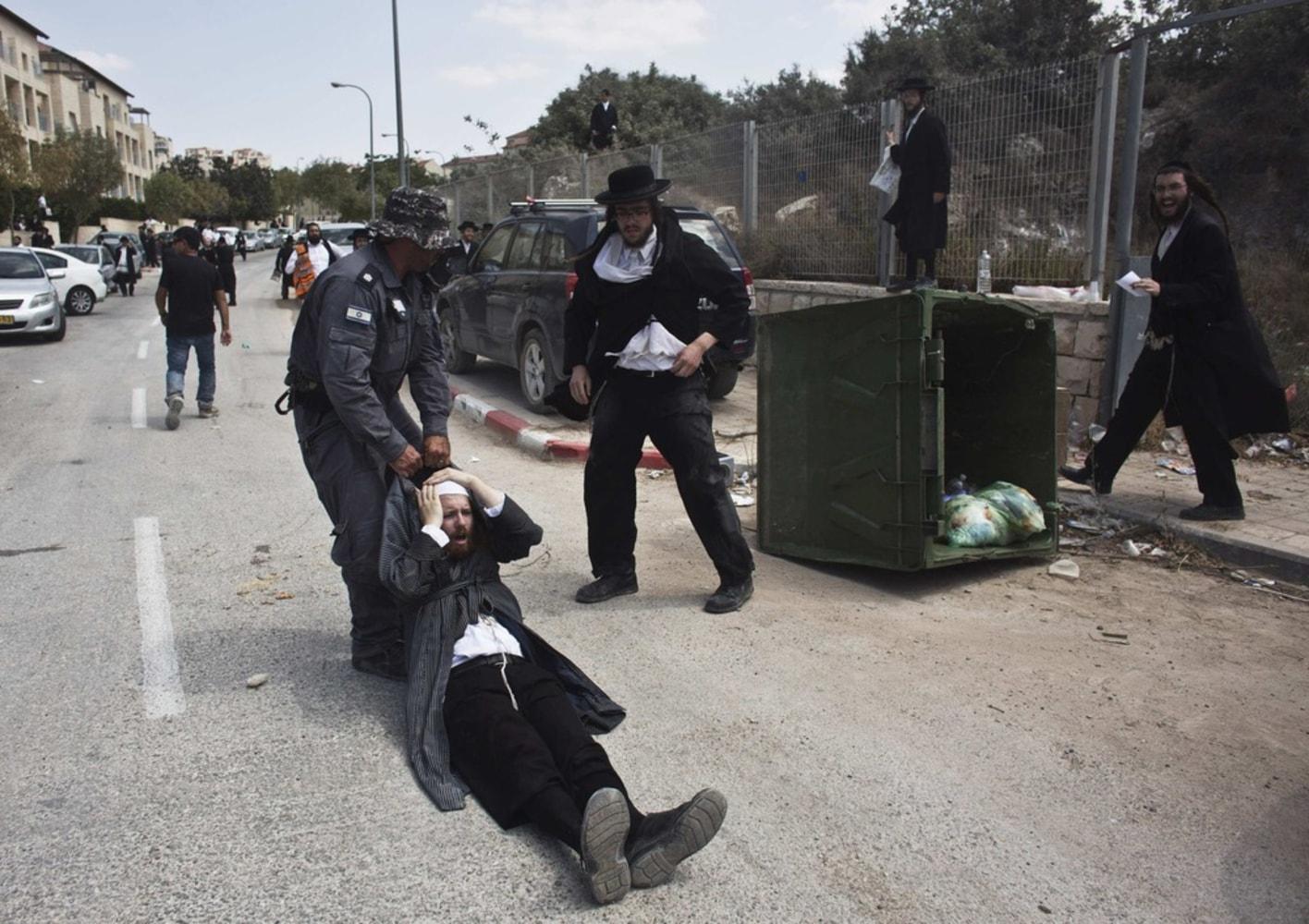 Orthodox Beit Shemesh: Ultra-Orthodox Jewish Protesters: Israel Housing Project
