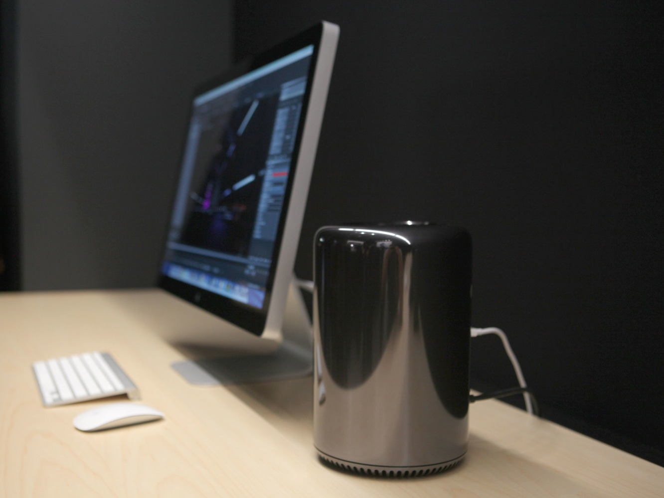 Macbook Pros Get Refresh As Mac Pro Makes Official Debut