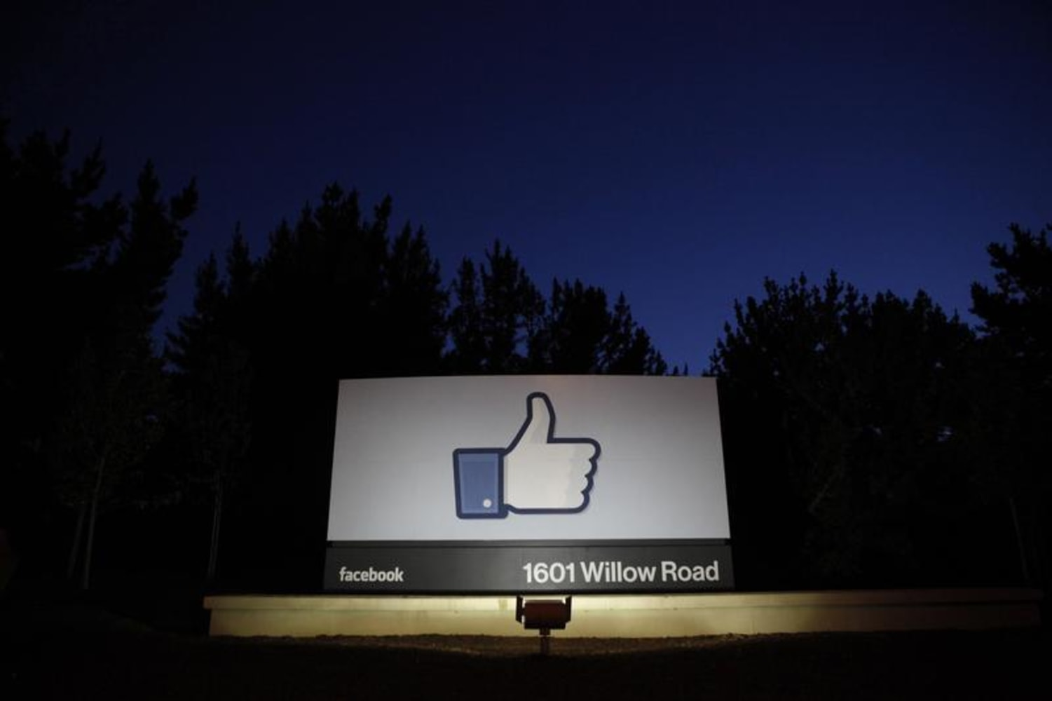 Facebook, Twitter will be unblocked in China's free-trade zone: report