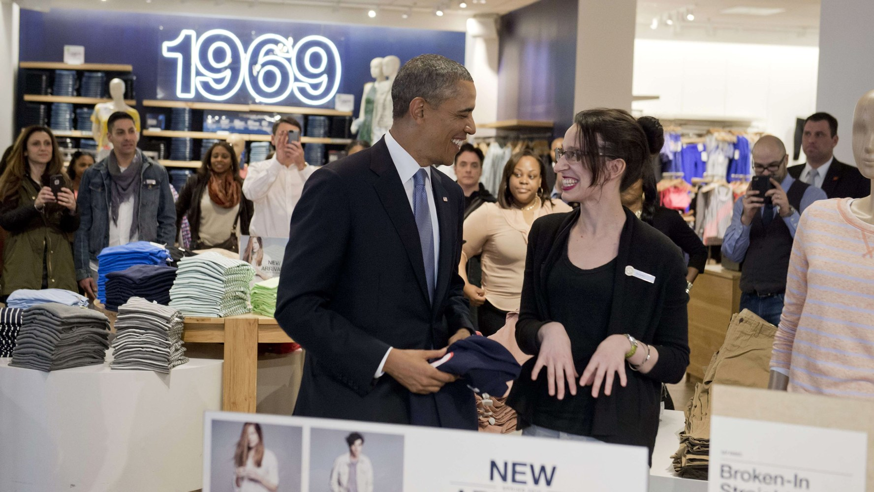 here s what president obama gap shopper bought for his family us president barack obama shops for clothing for his family alongside store employee susan panariello