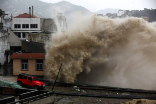 Image: Supertyphoon Chan-Hom landed in east China.