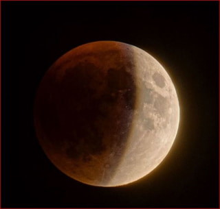 Image: Supermoon total eclipse as seen in New York