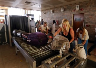 Image:Luggage is scanned at security at Sharm el-Sheikh airport