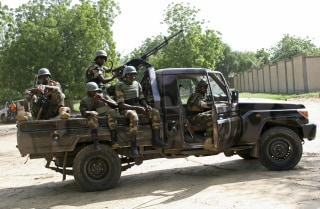 Image: Niger soldiers provide security for an anti-Boko Haram summit in Diffa city, Niger