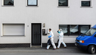 Image: Investigators arrive at a residential building in Wallenfels, Germany