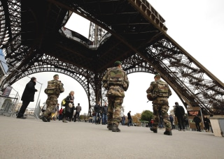 Image: Soldiers near the Eiffel Tower