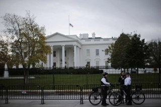 Image: Uniformed U.S. Secret Service officers keep watch outside the White House in Washington