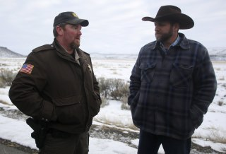 Image: Ammon Bundy meets with sheriff
