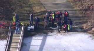 Image: Rescue teams at the lake