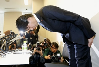 Image: Kensuke Miyazaki bows Friday during a news conference about his affair.