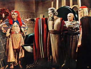 Image: THE TEN COMMANDMENTS, from left: Yul Brynner, Charlton Heston, Cedric Hardwicke, Henry Wilcoxon, 195