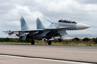 Image: A Russian Sukhoi Su-35 bomber lands