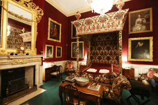 Image: The Prince of Wales bedroom at the Althorp estate