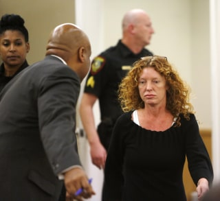Image: Tonya Couch heads to the defense table before her bond reduction hearing