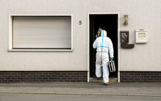 Image: Police investigator enters home in Wallenfels, Germany