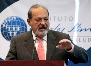 Image: Mexican billionaire Carlos Slim speaks at a news conference in Mexico City