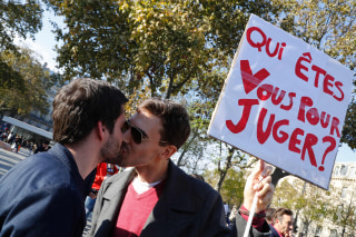 Image: FRANCE-SOCIAL-HUMAN-RIGHTS-MARRIAGE-KISS-IN