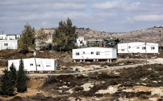 Image: Caravans in the settlement outpost of Amona