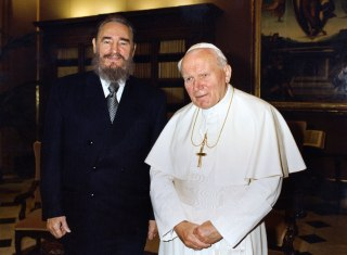 Image: Fidel Castro and Pope John Paul II in 1996